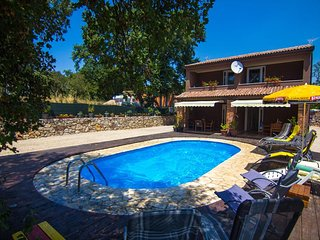 Modern Holiday house - private pool, children's playground, parking, garden, qui