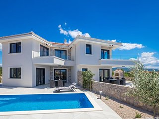 Luxury Holiday house - private swimming pool, large terrace, balcony sea view, p