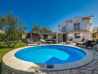Spacious holiday house - private pool,  barbecue sitting/dinning area, garden, t