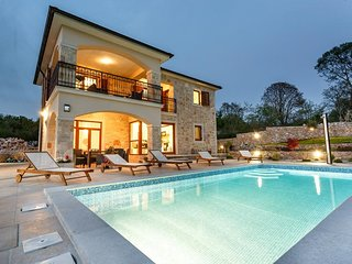 Beautiful luxury holiday house - private pool, spacious balcony, separated terra