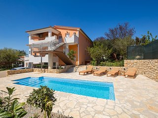 Pinezici Apartment Sleeps 4 with Pool Air Con and WiFi - 5772374