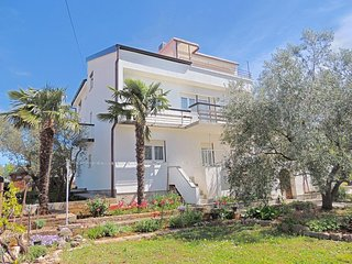 Modern sunny apartment - panoramic sea view, private parking, barbecue, garden