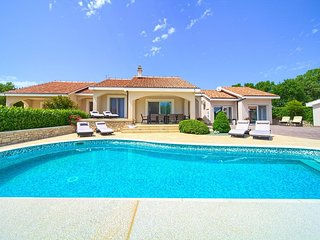 Luxury spacious Holiday house - private pool, beautiful landscape, children's pl