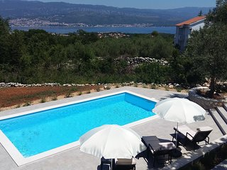 Lovely Holiday house - stunning sea view, large yard, private pool, green area