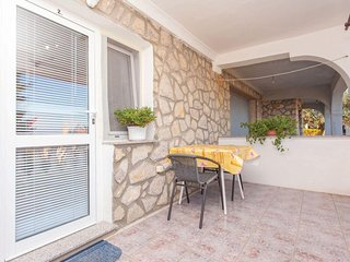 Delightful sunny couple Studio - private terrace, private parking, grill