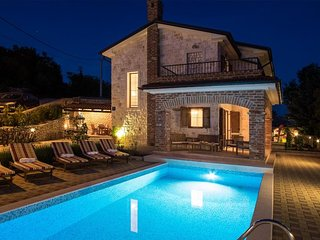 Luxury Villa - full privacy, pool, jacuzzi, outdoor sauna, sea view