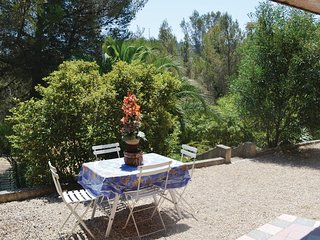 Awesome home in Agay w/ 2 Bedrooms