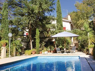 Beautiful home in Hyeres les Palmiers w/ WiFi and 1 Bedrooms (FCV621)