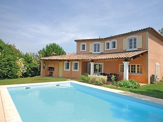 Awesome home in Fayence w/ WiFi and 4 Bedrooms