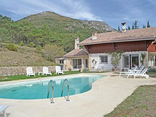 Awesome home in La Bastide w/ Outdoor swimming pool and 5 Bedrooms