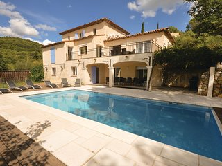 Beautiful home in Fayence w/ WiFi and 6 Bedrooms (FCV752)
