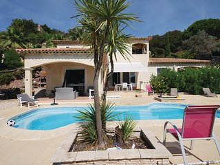 Awesome home in Les Issambres w/ WiFi and 4 Bedrooms
