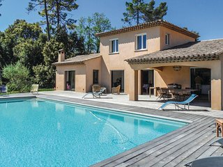 Nice home in Montauroux w/ WiFi, Outdoor swimming pool and 4 Bedrooms