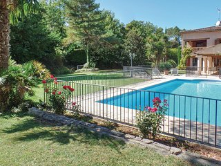 Nice home in Callian w/ WiFi and 4 Bedrooms