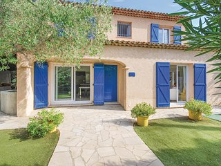 Awesome home in Sainte Maxime w/ WiFi and 5 Bedrooms (FCV837)