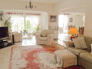 Beautiful home in Montaroux w/ WiFi and 4 Bedrooms