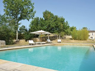 Beautiful home in Carnac Rouffiac w/ Outdoor swimming pool, WiFi and 3 Bedrooms