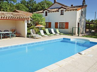Beautiful home in Montlauzun w/ Outdoor swimming pool and 3 Bedrooms