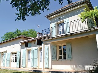 Amazing home in Moissac w/ 6 Bedrooms and WiFi