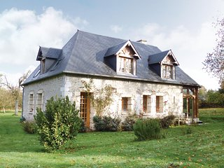Awesome home in Honfleur w/ 3 Bedrooms