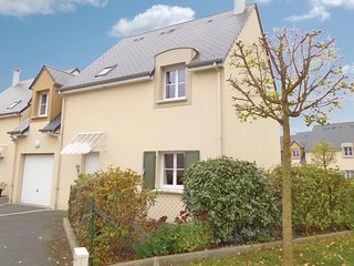 Beautiful home in Port-en-Bessin w/ WiFi and 4 Bedrooms