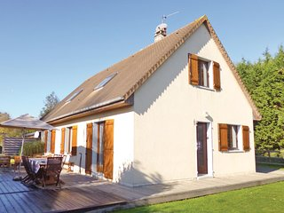 Amazing home in Gonneville-S.-Honfleur w/ WiFi and 3 Bedrooms