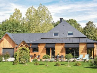 Stunning home in Gonneville-sur-Honfle. w/ Jacuzzi, Sauna and 6 Bedrooms