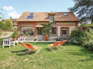 Beautiful home in Les Damps w/ WiFi and 2 Bedrooms