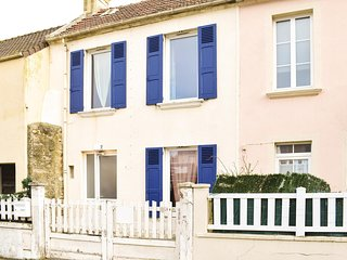 Nice home in Arromanches-les-Bains w/ 2 Bedrooms