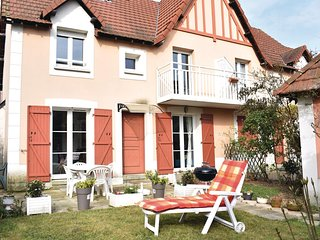 Awesome home in Dives-sur-Mer w/ WiFi and 2 Bedrooms