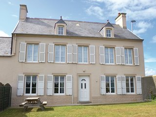 Awesome home in Saint-Marcouf w/ WiFi and 4 Bedrooms