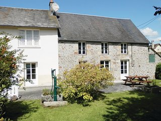 Amazing home in Lonlay l'Abbaye w/ 3 Bedrooms