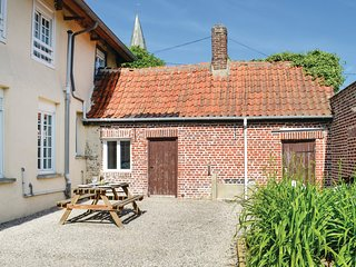 Beautiful home in Volckerinckhove w/ WiFi and 5 Bedrooms