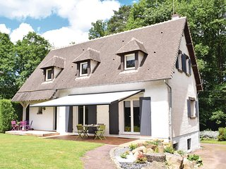 Beautiful home in Bagnoles de l'Orne w/ WiFi and 4 Bedrooms