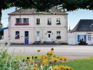 Beautiful home in Boubers sur Canche w/ 2 Bedrooms