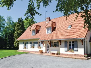 Beautiful home in Campagne les Hesdin w/ 4 Bedrooms and WiFi