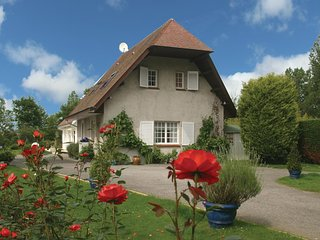 Stunning home in Saint Josse-Sur-Mer w/ WiFi and 2 Bedrooms
