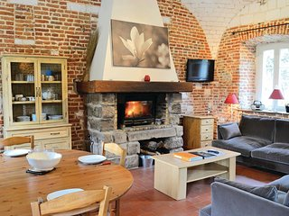 Awesome home in Gouy Saint Andre w/ WiFi and 2 Bedrooms