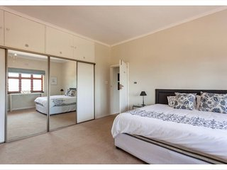 Kirstenbosch Gardens Retreat (Bedroom 1)