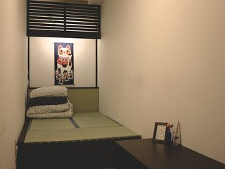 Hostel Furoya, 3mins to JR station, 10mins to Osaka castle park.All Private room