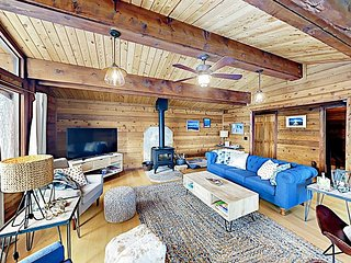 Remodeled Mountain Cabin w/ Lake Tahoe & Heavenly Mountain Views