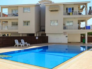 Modern 2 Bed Apartment with Shared Pool D27
