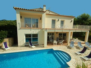 3 bedroom Villa with Pool, WiFi and Walk to Beach & Shops - 5604540
