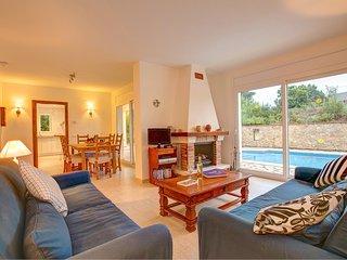 Tamariu Villa Sleeps 6 with Pool and WiFi - 5604540