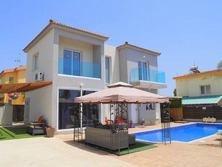 Luxury 4 Bedroom Villa with Walk-In Private Pool