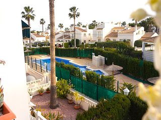 Costa Blanca South - 3 Bed Villa / Overlooking Pool / Wi-Fi / A/C / Villamartin