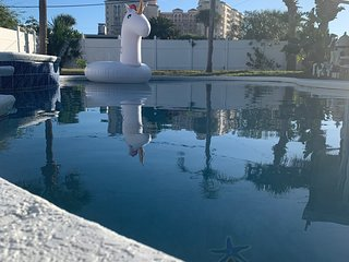 Daytona Beach Pool House 2 King Size beds
