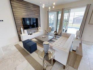SONOMA Ultimate Modern Villa in gated Resort, Games Room, Pool & Spa