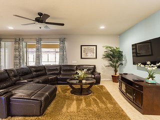 ⭐9 BR Villa w/ Pool - Few Miles from Orlando Theme Parks & Attractions!⭐