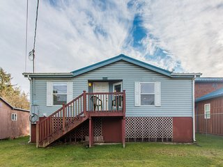 Crownover Cottage #132 - Affordable PC cabin, center of town, walk to beach & pe